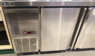 深圳竞博jbo安卓案例:操作台冷柜