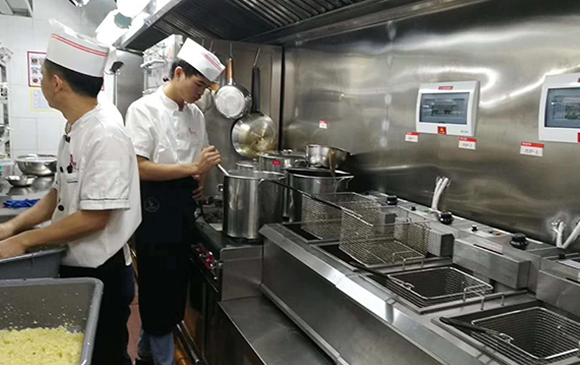 深圳竞博jbo安卓案例:蝴蝶梦音乐餐厅(厨房冷柜)